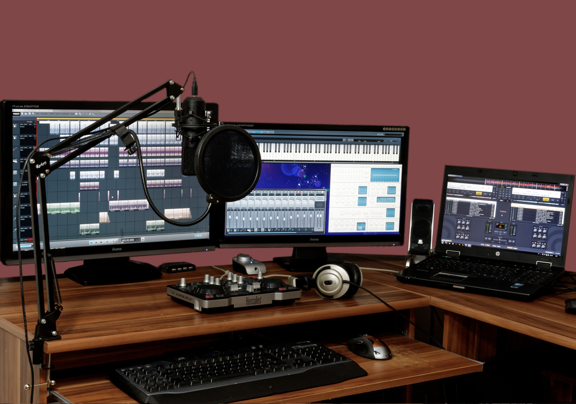 3 computer monitors with webinar software showing