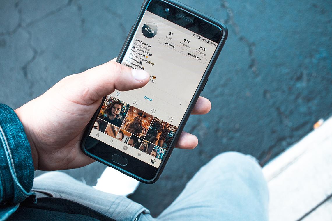 man social media marketing on instagram